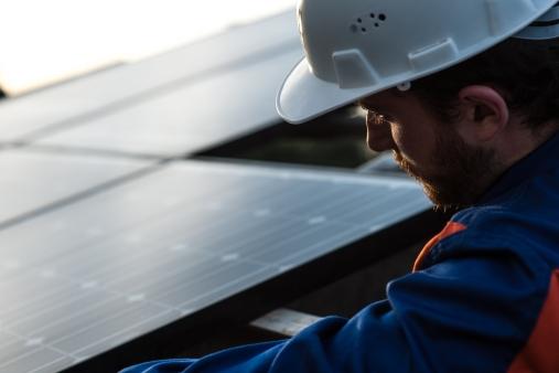 """Catania Impianto Fotovoltaico Enel Green Power L'impianto di accumulo di Catania utilizza la tecnologia Durathon """"sodium-metal halide"""" sviluppata da General Electric, con cui EGP ha siglato un accordo di partenariato tecnologico che prevede attività sperimentali per aumentare l'integrazione degli impianti di generazione alimentati da rinnovabili non programmabili."""