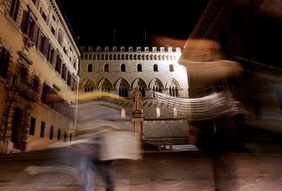 Siena 23 settembre 2005 Piazza Salimbeni nella foto La Sede Centrale del Monte dei Paschi di Siena Mps foto ©Renato Franceschin/StudioFranceschin